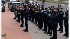 Homenaje a un policía en Motril por la muerte de su mujer