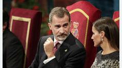 """Felipe VI responde al acoso secesionista apelando a la """"diversidad de orígenes y territorios"""" de la Constitución"""