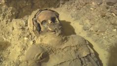 Un grupo de arquelogos descubrió 50 momias egipcias en la ciudad de Mena,al sur del Cairo, Egipto