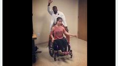 Tony Adkins, una 'estrella bailarina' en un hospital infantil