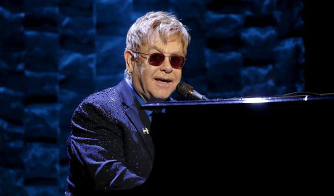 """Elton John cancela sus próximos conciertos en EEUU por una """"inusual infección"""""""