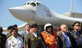 El ministro de Defensa venezolano, Vladimir Padrino, recibe a una...