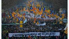 El soberanismo protesta contra el juicio del 1-O y moviliza a 200.000 personas en Barcelona