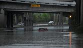 El huracán 'Harvey' causa graves inundaciones en aeropuertos y...