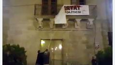 Arrancan la pancarta del Ayuntamiento de Cervera de la que se desmarcó Marc Márquez