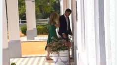 Feo gesto de Pedro Sánchez a su mujer con Angela Merkel