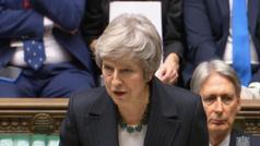 """May advierte tras la cascada de dimisiones que la alternativa al acuerdo con Bruselas es el """"no Brexit"""""""