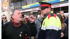 El portavoz de Ciudadanos es increpado por independentistas cuando visitaba un mercadillo en Vilafranca del Penedés