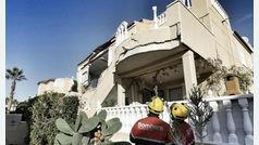 Dos bungalós se derrumban en una urbanización de Orihuela Costa y obligan a desalojar otras seis casas