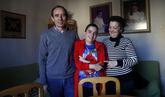 Adrián, niño con síndrome de Prader Willi.
