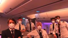 Dentro del avión que trajo máscaras contra el coronavirus