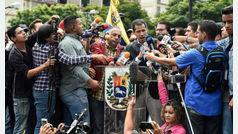 Juan Guaidó convoca a los venezolanos a manifestarse frente a los cuarteles el sábado