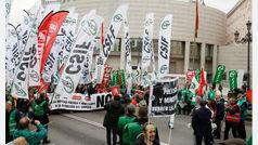Miles de funcionarios de Justicia protestan por la reforma que abre la puerta a los traslados forzosos