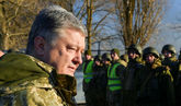El presidente ucraniano, Petro Poroshenko, visita un centro de...