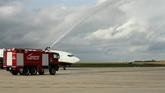 Llegada del primer vuelo de Ryanair desde Poznan, Polonia,  al...