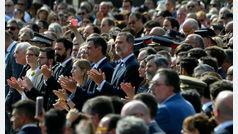 """El Rey es recibido en el acto del 17A en Barcelona con gritos de """"No estás solo"""" y """"viva el Rey"""""""