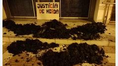"""Los CDR colocan mierda en la puerta de los juzgados ya que """"hacen el mismo tufo que los españoles"""""""