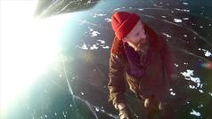 Camina sobre el lago congelado más profundo del mundo