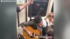 Pablo López sorprende a los viajeros del Metro de Madrid
