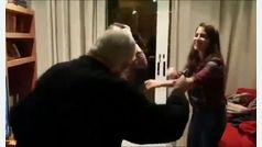 El baile de dos nietas con su abuelo con Alzheimer por Navidad