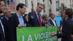 Almeida se enfrenta a Ortega Smith en el homenjae al último caso de violencia de género