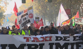 Miles de taxistas protestan contra Cabify y Uber en Madrid