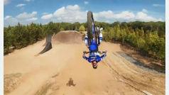 Increíbles acrobacias de motocross a vista de dron