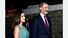 Una hora esperando en el avión al llegar: la visita de los reyes a Argentina comienza con mal pie