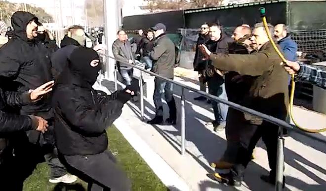 Cargas policiales contra manifestantes que se colaron en un acto de Vox
