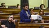 Rufián se lleva una impresora al Congreso y pide al Gobierno que...