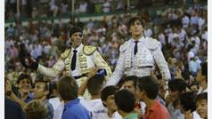 Padilla y Roca Rey triunfan en una tarde de llenazo en El Puerto