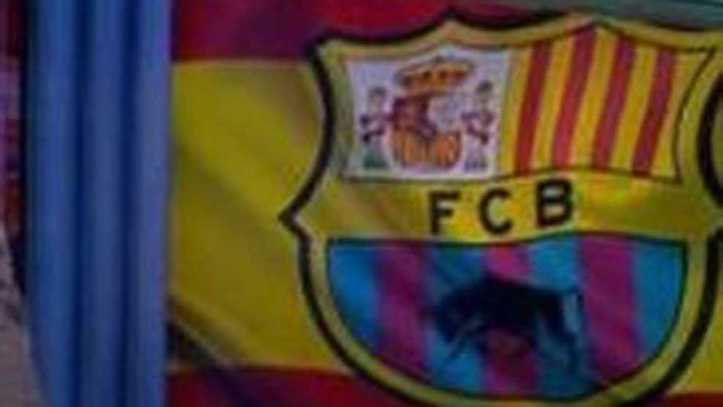 150c02f298177 Polémica con el escudo del Barcelona con la bandera de España y un toro  bravo