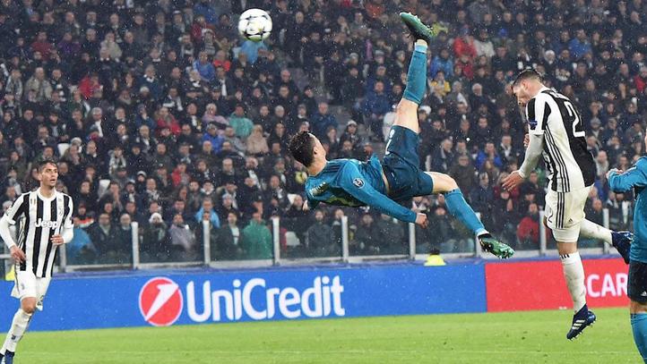 Real Madrid  Cristiano Ronaldo enganchó el gol de chilena... ¡casi a ... 44711d0c274c7