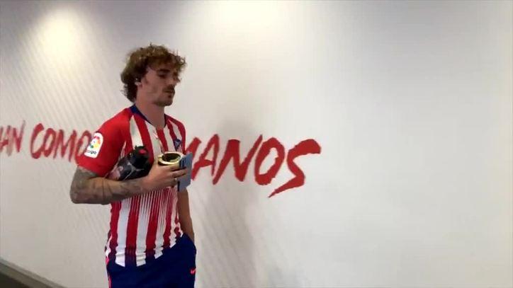 official photos 208d4 1f25b Atletico Madrid vs Sevilla: Griezmann wears a Godin shirt as ...