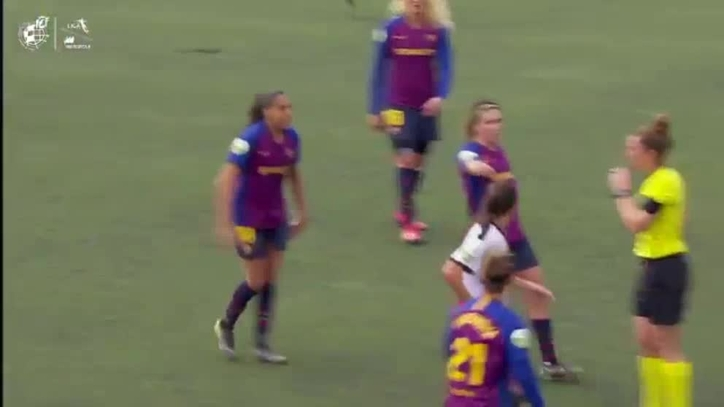 El Barcelona denuncia que la brasileña Alves reaccionó así por un insulto  racista a7d5ceedbab