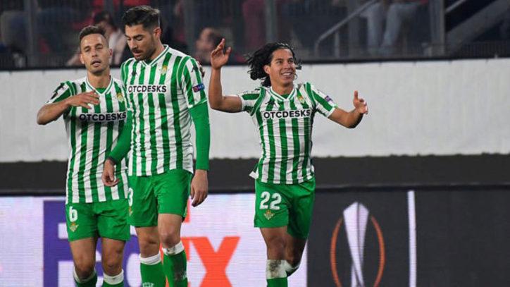 Europa League  El Betis se sobrepone a sus despistes y el arbitraje ... c2135b09f8067