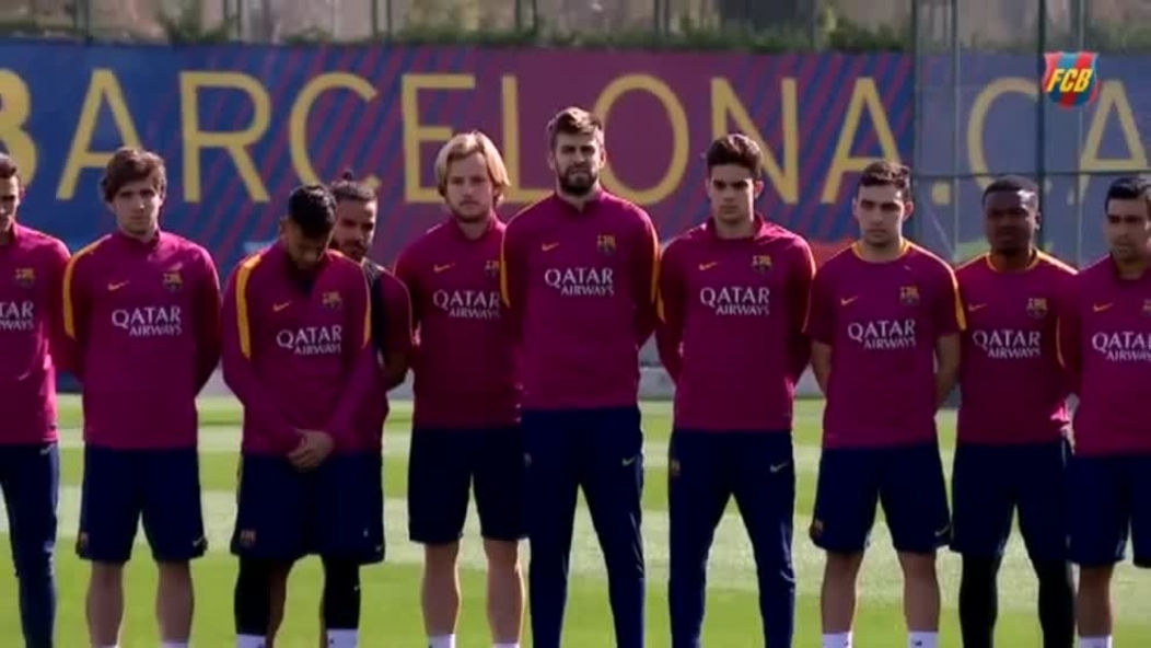 Minuto de silencio en memoria de Cruyff en el entrenamiento del Barça 89b8e0b54c0