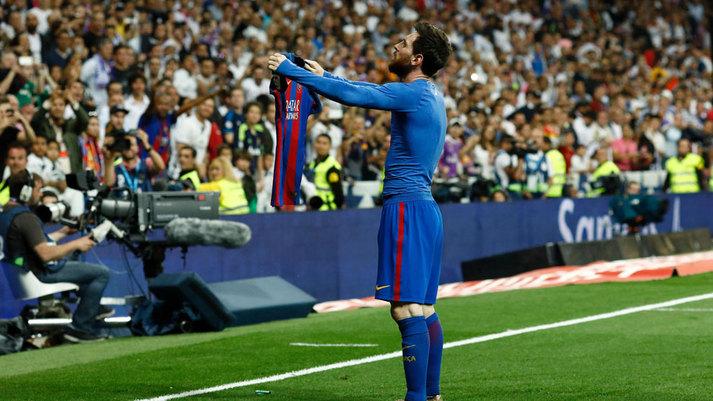 Real Madrid vs Barcelona  Messi se viste de Ramos y revienta LaLiga ... 4928bd467b3