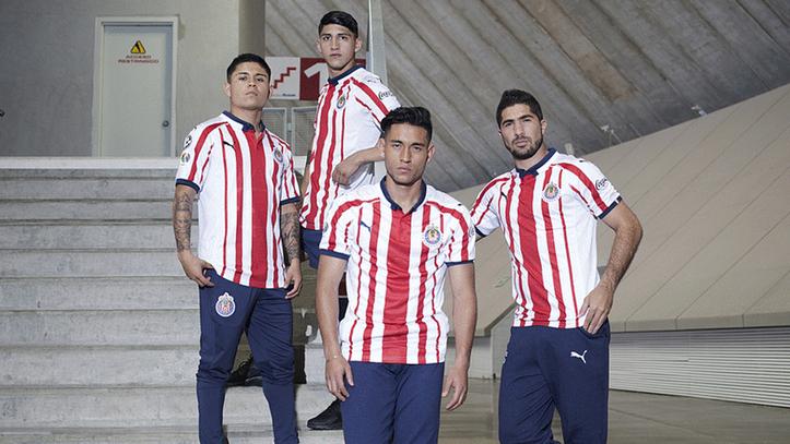 009246e5c5e47 Liga MX Apertura 2018  Las Chivas presumen sus nuevos uniformes para ...