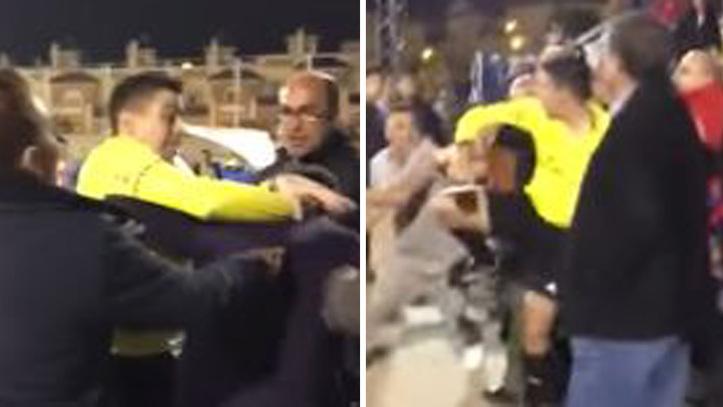 El mundo al revés: Un árbitro llega a las manos con aficionados en un  partido de juveniles