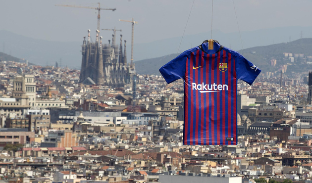 Video thumbnail for Así es la nueva camiseta del Barcelona para la  temporada 2018 2019 625ded6ed07