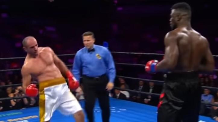 Boxeo: Un boxeador grogui manda a la lona a su rival con un puñetazo sorpresa   Marca.com