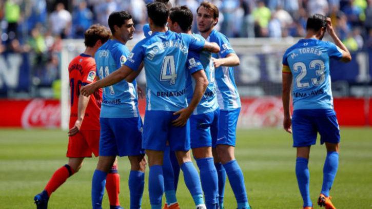 Málaga vs Real Sociedad  El Málaga pone la primera piedra para ... ddd0fb9ac493e