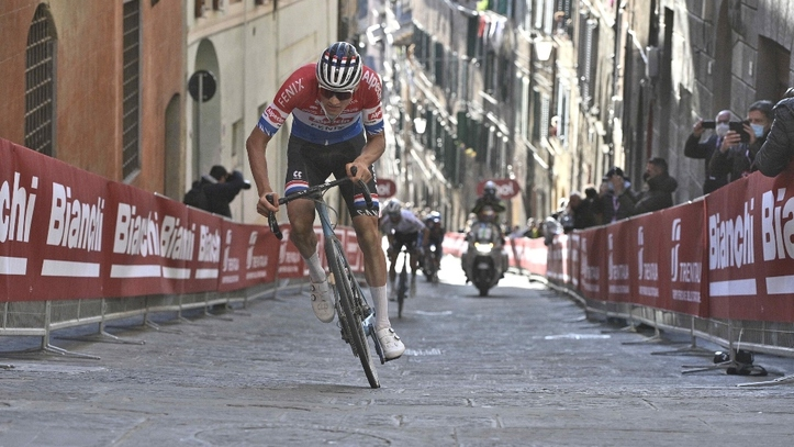 El neerlandés Mathieu Van der Poel el más fuerte en la Toscana