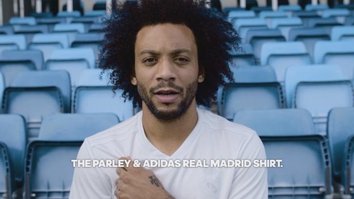 Real Madrid  El Madrid jugará ante el Sporting con una camiseta ... aec050289e6e3