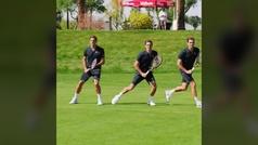 Federer da una clase de cómo pegar un revés