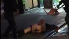 Radicales del 'Galata' desnudan y dan una paliza a un ultra del PSG que quemó una bandera turca