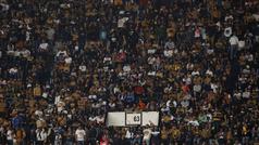 Violenta caída de un aficionado por las gradas tras pelea en el Estadio Azteca