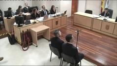 """Juan Carlos Quer expulsado de la sala del juicio tras gritarle a 'El Chicle': """"Podría haber sido tu"""