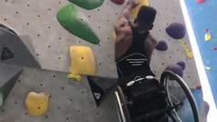 El jugador de baloncesto que escala con su silla de ruedas y aspira a ser culturista